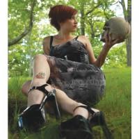 Girl_with_Skull